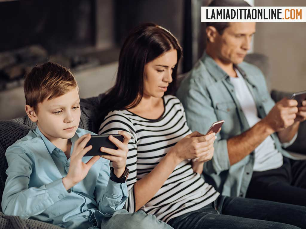 Rischio Isolamento: cresce in Italia il tempo trascorso online, anche per i più piccoli.